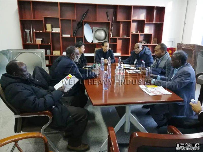 非洲客户来滕州四柱液压机厂家考察见证